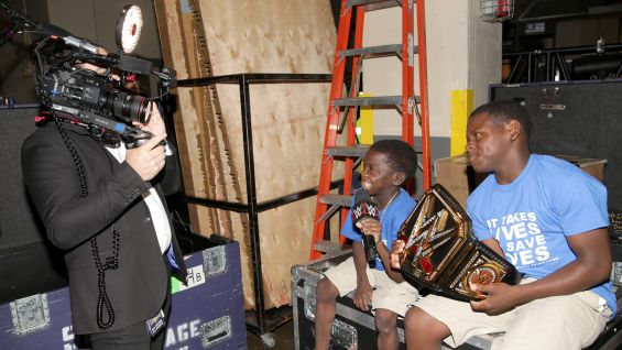 Jarrius Robertson is ready to interview WWE Superstars before SmackDown LIVE.