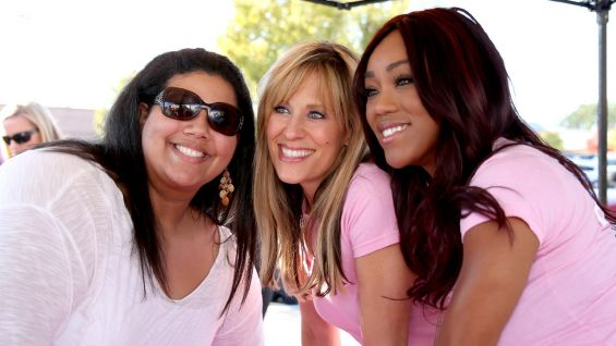 Lilian Garcia and Alicia Fox meet members of the WWE Universe in Greenville, S.C.