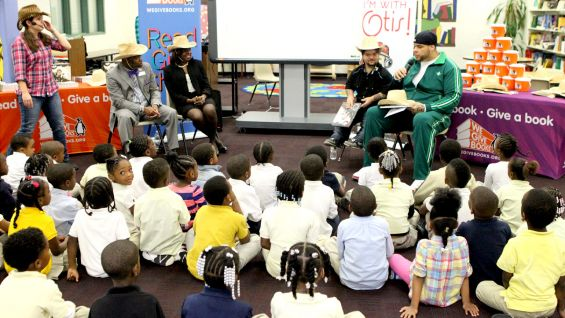 WWE Superstars Brodus Clay and Hornswoggle joined students at Thomasville Heights Elementary School in Atlanta.