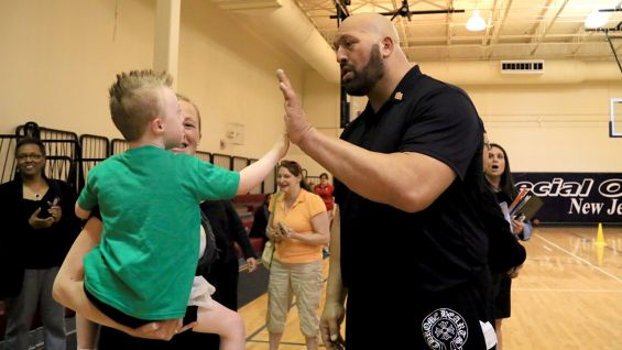 It's high-fives all around when Big Show is in town!