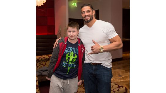 Reigns meets Matthew, 11, from Starlight Children's Foundation.