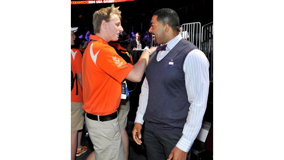 Superstar David Otunga joins Special Olympics athletes from Team Illinois.