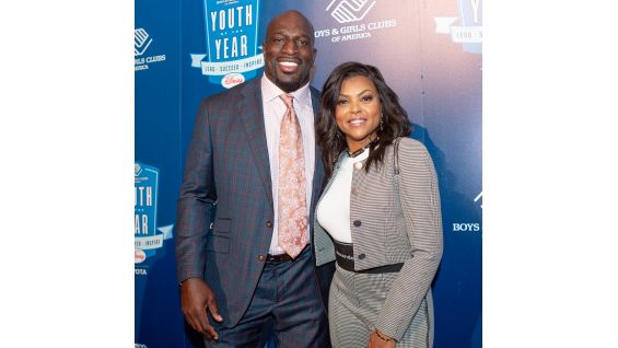 O'Neil snaps a pic with actress Taraji P. Henson.