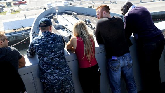 The WWE Superstars and Divas observe the ship and learn about its role in the U.S. Navy's efforts aroudn the world.