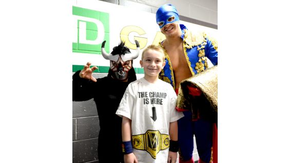 Will makes friends with Los Matadores and El Torito.