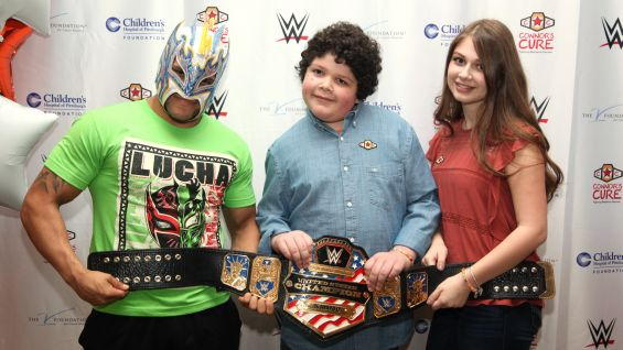 The kids get a close look at Kalisto's United States Championship.