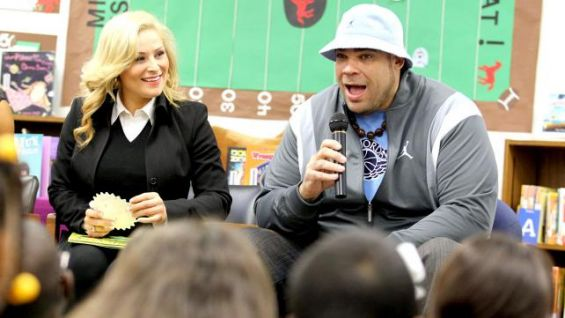 Brodus Clay talks to students about the importance of reading.