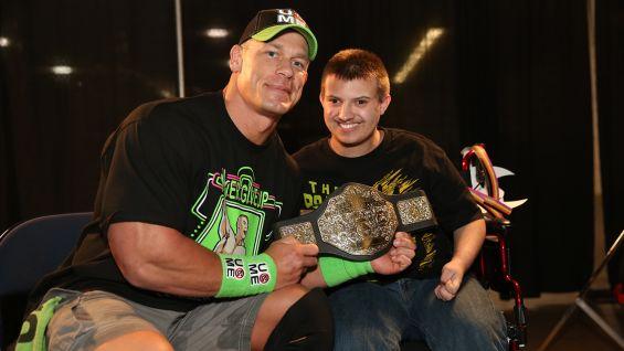 John Cena spełnia kolejne marzenia, news dotyczący tapingu SmackDown, Oficjalny plakat Money in the Bank