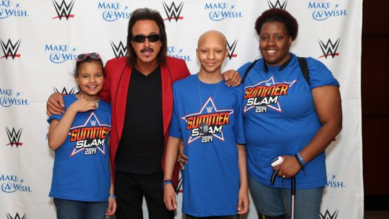 Georgia and her family meet WWE Hall of Famer Jimmy Hart.