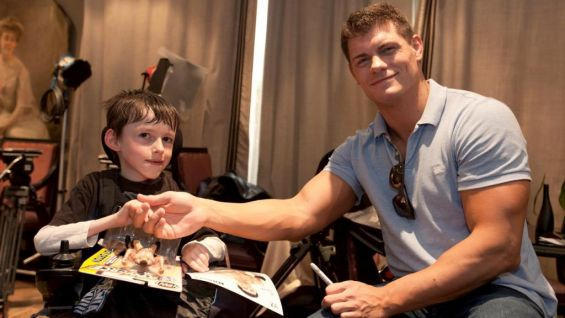 Cody Rhodes meets a Circle of Champions honoree in Paris.
