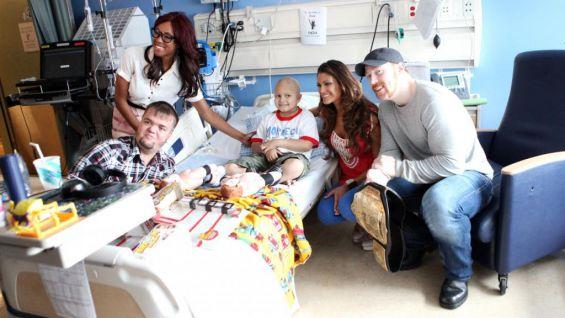 Superstars and Divas visit pediatric patients at Mattel ... | 565 x 318 jpeg 40kB