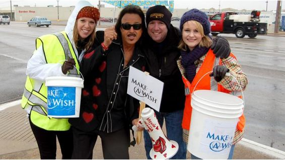 The volunteers brave chilly 30-degree temperatures, snow and rain in Jonesboro, Ark.