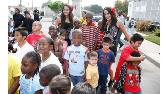 The Bella Twins take time for their many fans.