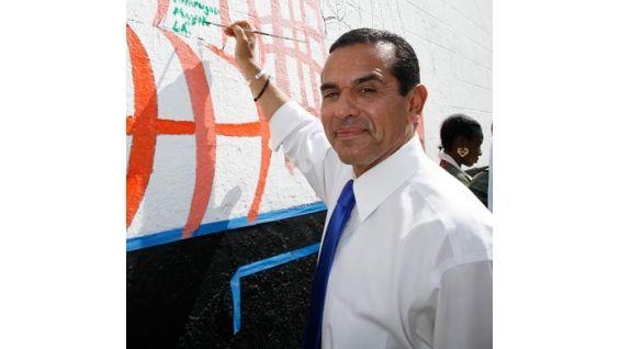 Mayor Villaraigosa shows off his artistic side.