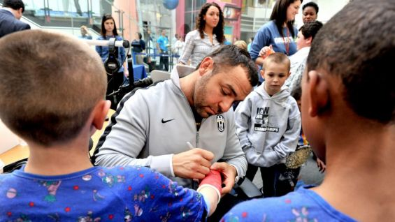 ... And to sign some autographs.