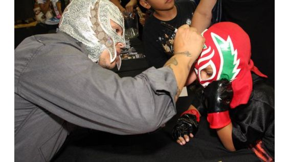 Mysterio signed autographs for everyone at the SummerSlam event.