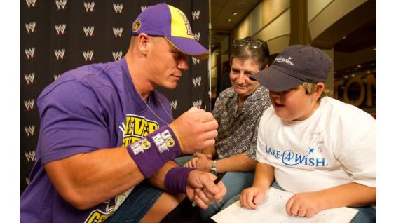 Austin Pruett meets his favorite WWE Superstar before Raw in Boston.