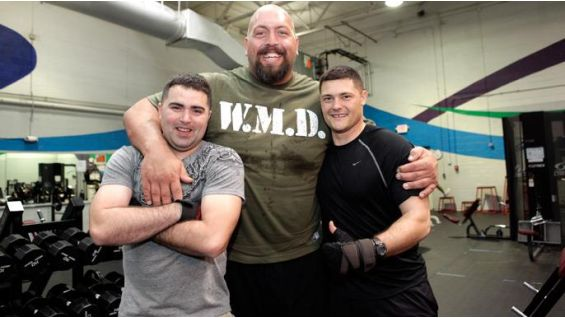 Big Show meets and works out with the troops | WWE Community
