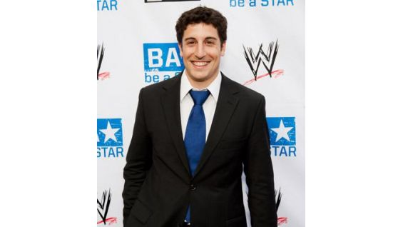 Actor Jason Biggs on the be a STAR red carpet.