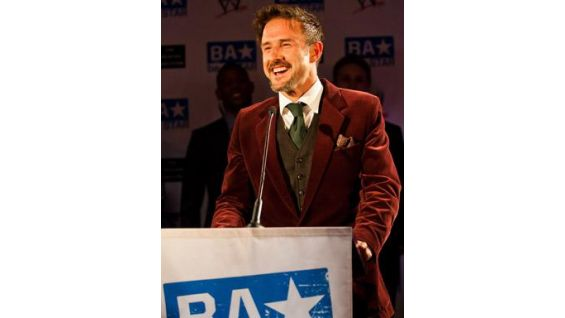 David Arquette draws laughs from those in attendance.