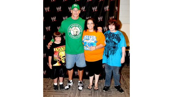 Cena poses with Arik Coulter and his family.