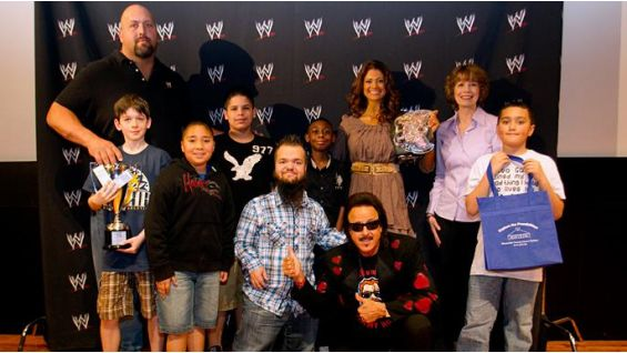 The finalists and grades 5-6 champion, Eric, of Oshawa, Ontario, with the Superstars.