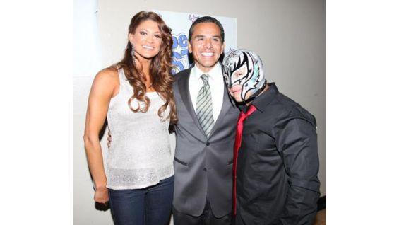 Eve and Mysterio pose with the mayor of Los Angeles, Antonio Villaraigosa.