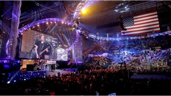 Nickelback rocks Fort Bragg and brings the troops to their feet.