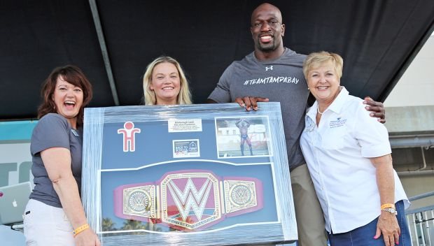 Titus O'Neil helps present massive 2018 Back to School Bash: photos