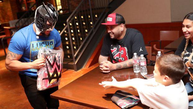 Kalisto grants Jonathan's wish in Dallas: photos
