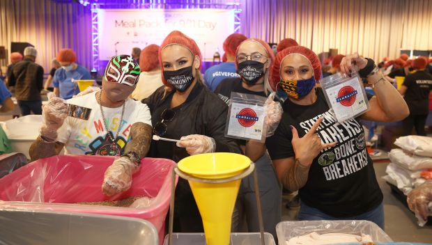 Superstars join 9/11 Day meal pack in New York City