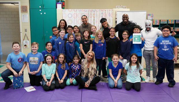 Superstars host UNICEF Kid Power event during Survivor Series Weekend in Chicago: photos