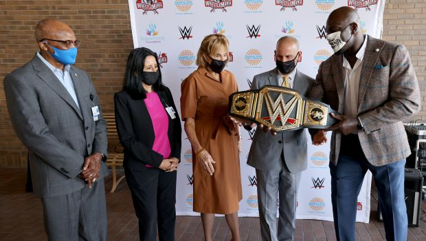 Titus O'Neil celebrates Tampa's Community Champions during Caravan and Award Ceremonies: photos