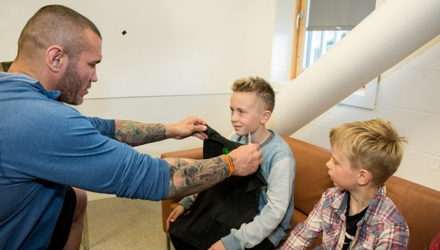 Randy Orton grants wish in Glasgow: photos