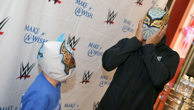 Sin Cara grants a wish in Houston: photos