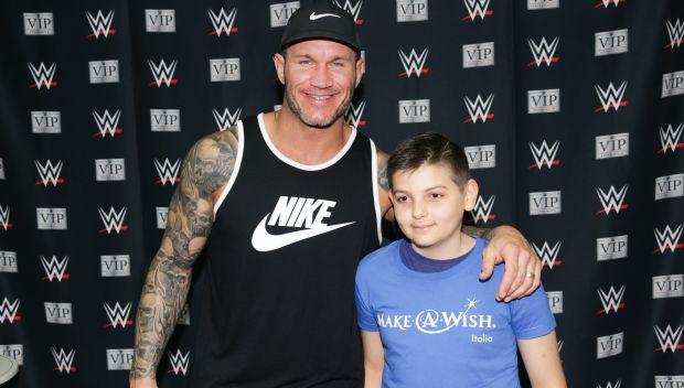 Randy Orton grants wishes in Milan: photos
