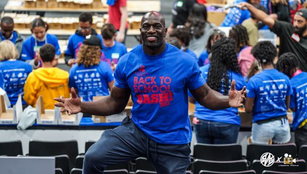 Titus O'Neil holds Tampa's Big Backpack Build: photos