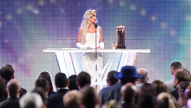 """Jarrius """"J.J."""" Robertson accepts the Warrior Award at the 2018 WWE Hall of Fame: photos"""