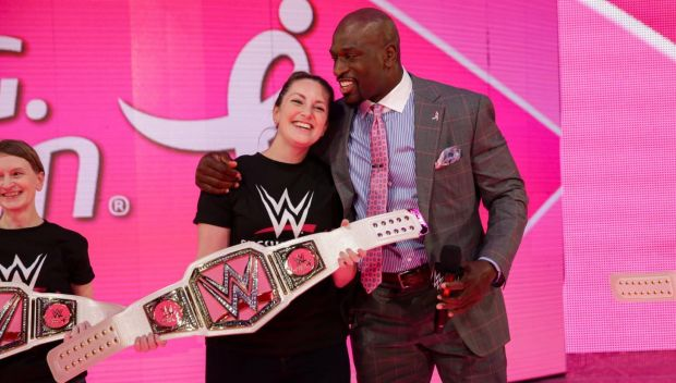 Titus O'Neil honored as a finalist for Muhammad Ali Sports Humanitarian of the Year