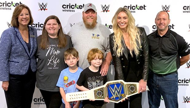 Charlotte Flair and Cricket Wireless visit an Atlanta family