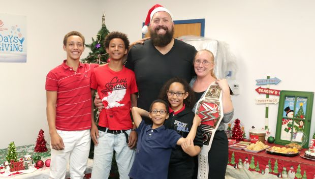 Watch: Big Show hosts a 12 Days of Giving event with Boys & Girls Clubs of America