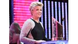 WWE Network: Joan Lunden's extraordinary courage is honored as she accepts the Warrior Award: 2016 WWE Hall of Fame